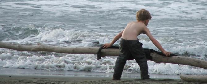 Inteligencia emocional para niños: Los cuatro secretos Boy_beach-669x272